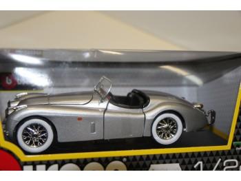 Bburago Jaguar XK120 Cabrio 1:24 Zilver