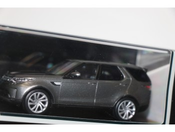 Discovery 1:43 model Zilver