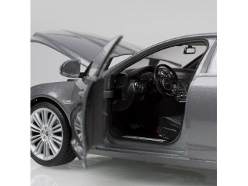 Jaguar XJ schaalmodel modeljaar 2010 1:24